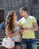 Couple using the map at smartphone — Stock Photo