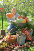 Man with vegetables — Stock Photo