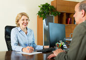 Man talking with a social worker — Stock Photo