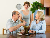 Adult daughter and parents with money — Stock Photo