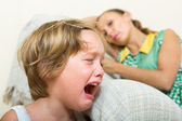 Crying child and mother — Stock Photo