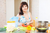 Pretty woman cooking the vegetables  — Foto Stock