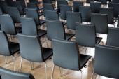 Sillas en la sala de conferencias — Foto de Stock
