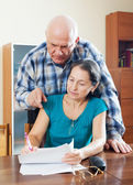 mature couple fills in questionnaire   — Stock Photo