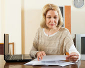 Blonde woman with documents — Stock Photo