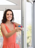 Housewife cleaning windows — Stock Photo