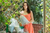 Woman with fertilizer granules in bag  — Stock Photo