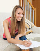 Girl working with documents — Stockfoto