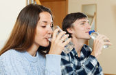 Man and woman drinking clean water   — Stock Photo