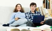 Пара, подготовке к экзаменам — Стоковое фото