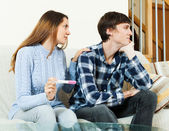 worried woman with pregnancy test with unhappy man   — Stockfoto