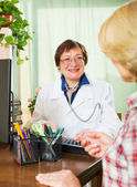 Doctor consulting female patient — Stock Photo