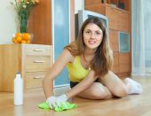 Housewife polishing parquet floor — Stock Photo