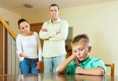 Parents berates teenage child — Stock Photo
