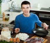 Man cooking — Stock Photo