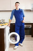 Repairman repairing washing machine — Stock Photo