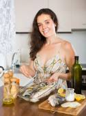 Woman cooking fish — Stock Photo