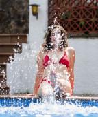水で女の子作りスプラッシュ — ストック写真