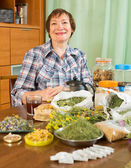 Woman with medicinal herbs — Stockfoto