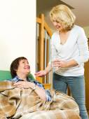 Woman giving  tablets elderly woman — Stock Photo