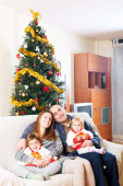 Family on sofa at christmas — Stock Photo