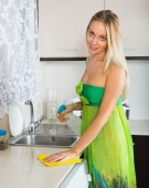 Blonde girl cleaning  furniture  — Foto de Stock