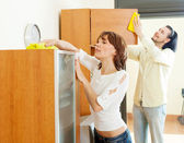 Couple together doing chores   — Stock Photo