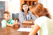 Talking with employee in home — Stock Photo