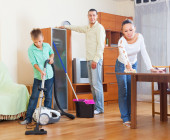 Happy family doing housework — Foto Stock