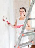 woman makes repairs at home — Stock Photo