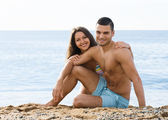 Guy and  girlfriend  on  beach — Stockfoto