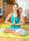 People doing yoga — Stock Photo