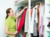 Woman arranging clothes — Stock Photo
