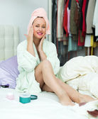 Woman putting lotion — Foto Stock
