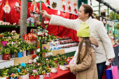 Buying Christmas flowers — Stock Photo