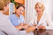 Senior ladies with agent — Stock Photo