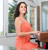 Woman playing piano — Stock Photo