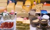 Fermer cheese in packs and in bulk — Stockfoto
