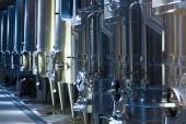 Оборудование винзавод с стальные бочки — Стоковое фото