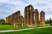 Old roman aqueduct at Merida — Stock Photo