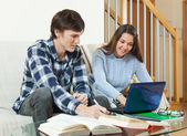 Students reading and preparing for exams — Stock Photo