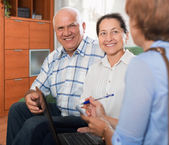 Mature couple with social worker — Stock Photo