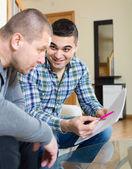 Flatmates discussing tenancy  — Stock Photo