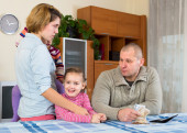 Family have problems with cash money — Foto Stock