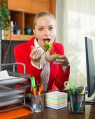 Hungry employee eating tasty salad — Stock Photo