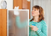 Woman cleaning  glass with detergent — Stock Photo