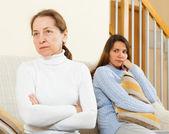 Matka a dcera po hádce — Stock fotografie