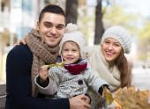 子供を持つ親の秋の肖像画 — ストック写真