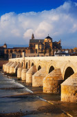 Roman bridge and  Mosque-cathedral of Cordoba — Foto Stock