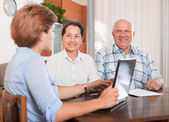 Mature couple  with agent — Stock Photo